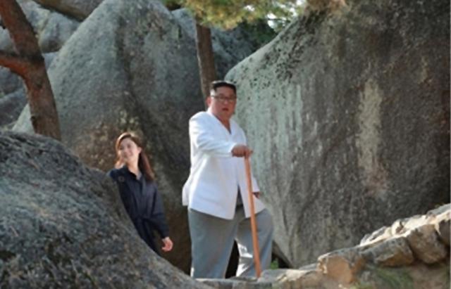 [포토] 금강산 현지지도 동행한 리설주