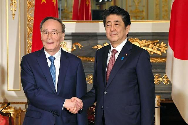 아베·왕치산 시진핑 국빈방문 논의...밀착하는 중·일