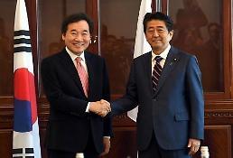 .韩总理李洛渊会见日本首相安倍晋三 就勿放任两国关系恶化达成共识.