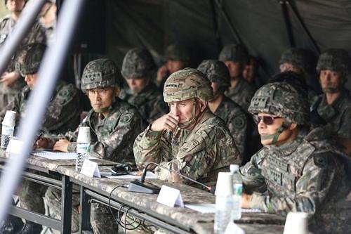 에이브럼스 美사령관, 5포병여단 K-9 실사격훈련 참관