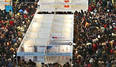 중국 내 외국기업 신규고용 25% 급감…무역전쟁 여파?