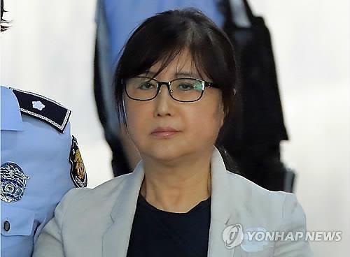 """파기환송심 첫 공판서 최순실 혐의 전면 부인... """"결코 비선실세 아니다"""""""