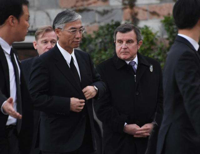 中美俄日大使吊唁韩总统文在寅母亲