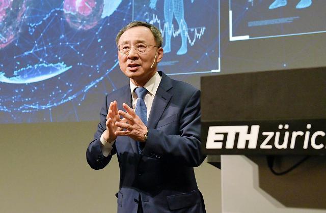"""황창규 KT 회장 AI 재차 강조… """"모든 제품·서비스에 AI 접목해야"""""""