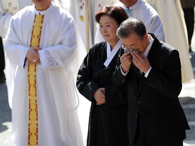 文在寅在母亲葬礼结束后返回首尔