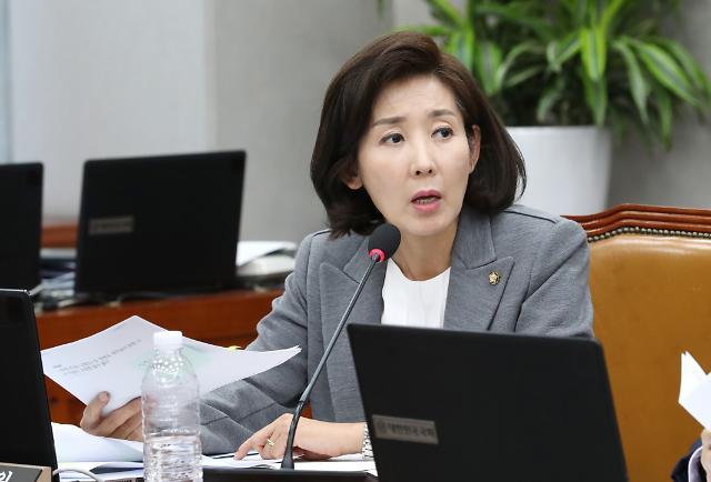 나경원·오신환 野 원내대표 vs 文 비서실장, 曺 두고 설전