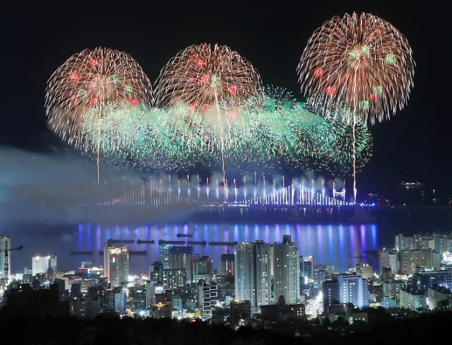 [슬라이드 화보] 부산 광안리 밤바다 화려하게 물들인 불꽃축제