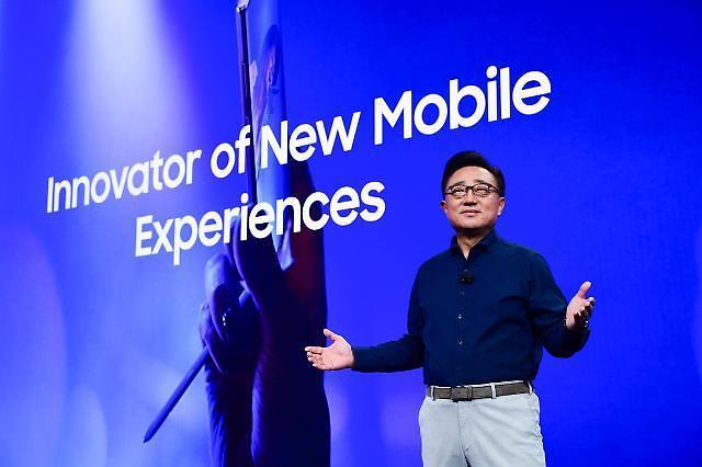 高东真:明年将扩大折叠型智能手机货量