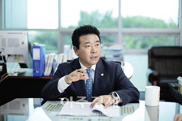 """박정의원, 통일부 장관 만나 파주 민통선 """"DMZ 평화관광 재개""""요청"""