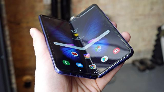 美消费者报告:Galaxy Fold评分低于去年三星旗舰S9 耐用性较差