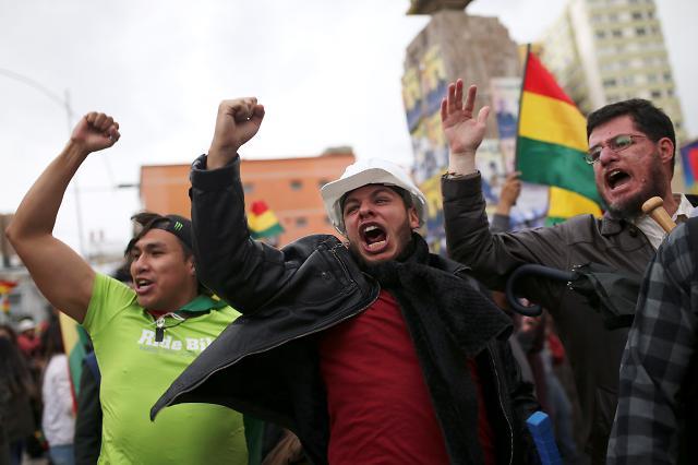 [포토] 대통령 사임발표에 기뻐하는 볼리비아 시위대