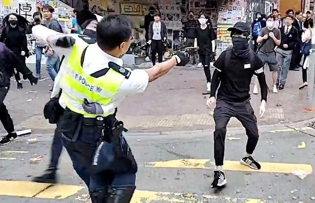 [포토] 홍콩 경찰 시위대 향해 실탄 발포