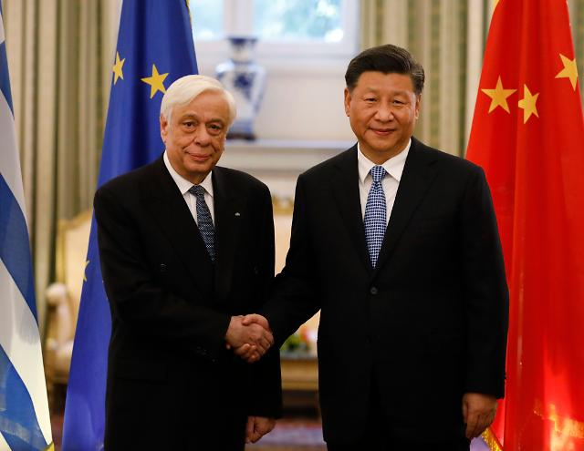 중국, 그리스에 8500억원 통큰 선물...일대일로 우군 확보 총력