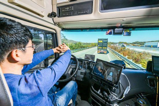 현대차, 대형트럭 고속도로 군집주행 시연 성공...상용차 최초