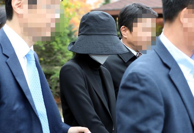 [포토] 법원 나서는 홍정욱 전 의원 딸