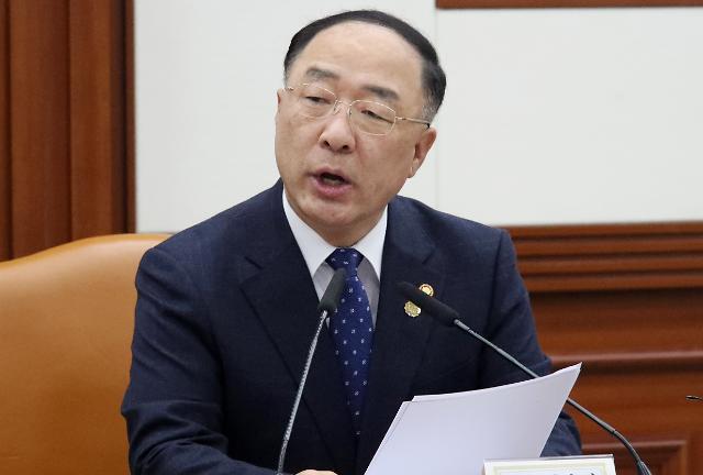 홍남기 한국당 예산 14조 삭감, 재정 역할 하지 말라는 것