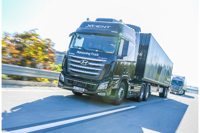Hyundais Xcient trucks carry out successful platooning on test road
