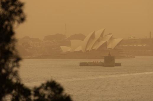 [광화문갤러리] 호주 동부 최악 산불, 시드니 인근까지 번져...하룻밤 가옥 50채 잿더미