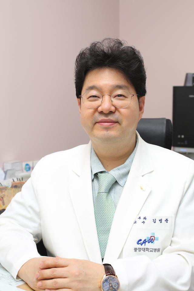 중앙대병원, 눈가주름 개선 위한 새로운 액상필러 치료법 제시
