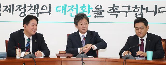 변혁 새 대표 오신환…유승민 사퇴