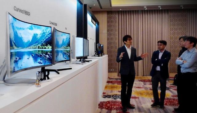 삼성디스플레이, 커브드 내세워 B2B 모니터 시장 공략