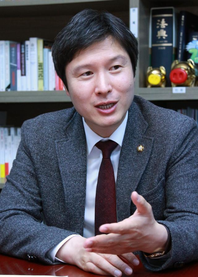 """김해영·양정철, 모병제 설전…""""예민한 사안 논의 없이 내놓나"""""""