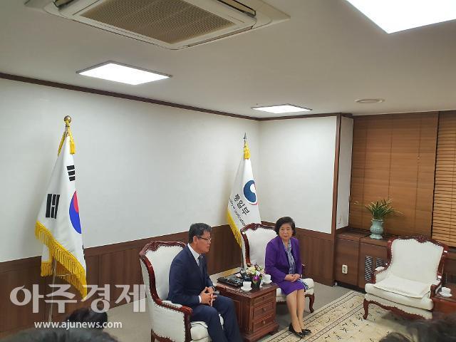 김연철·현정은 정부·현대 긴밀한 소통으로 금강산 해법 찾겠다