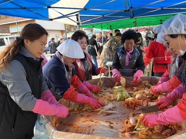 ㈜동천수 지역민과 '김장'행사… 따뜻한 마음도 함께 전달