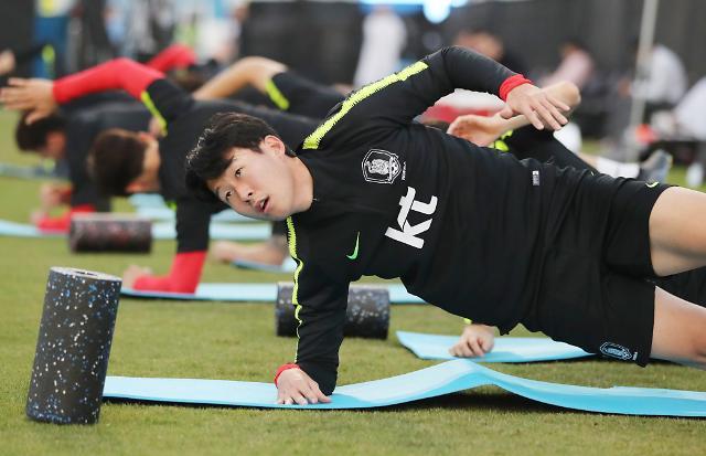 [포토] 스트레칭 하는 손흥민