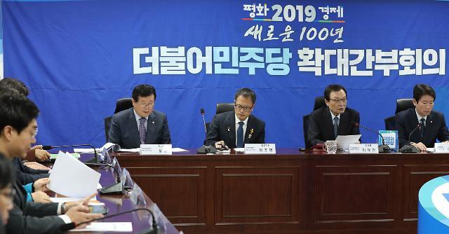 민주, '청와대 직함' 기재 허용 놓고 고심…최대한 미룰 듯
