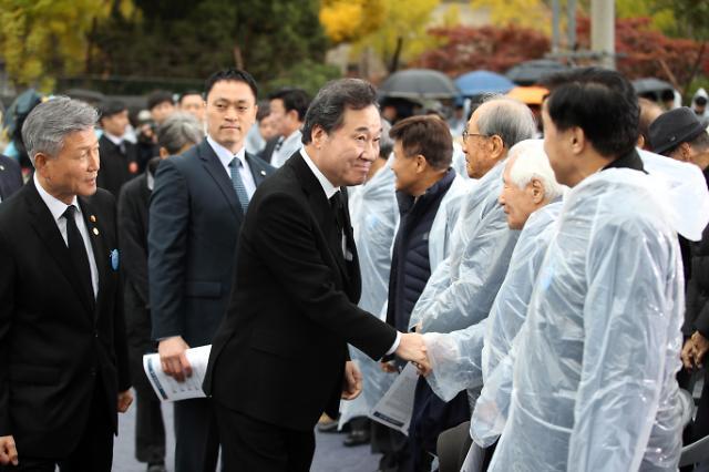 李총리, 순국 선열의 날에 남북, 통일 향해 한걸음이라도…