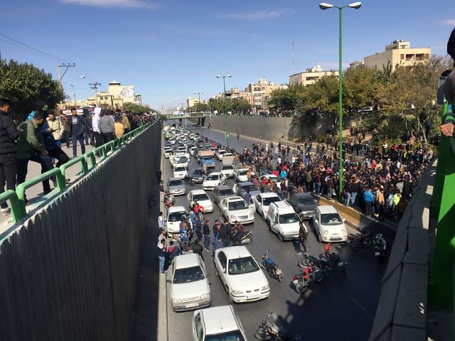 이란, 유가인상 시위 폭동 규정…참여자 1000명 체포