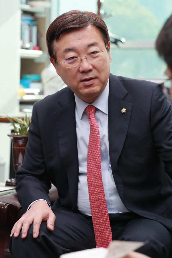 """[특금법 설전] 김종석 의원 """"현 특금법, 은행이 거래소 인가권 가진 꼴"""""""