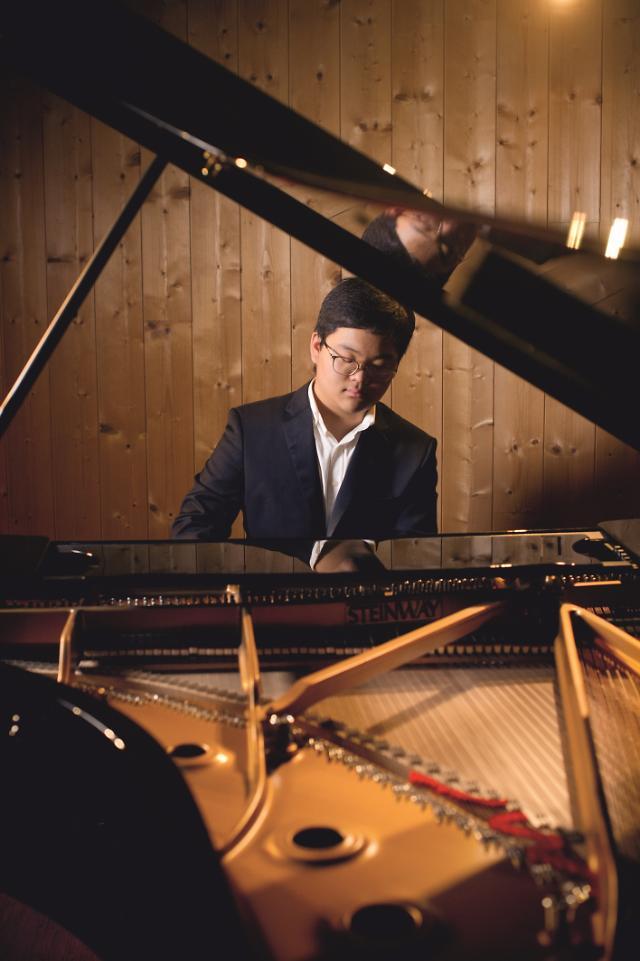 [김호이의 사람들] 열일곱 피아니스트 김두민, 아픔을 극복하고 세계로!