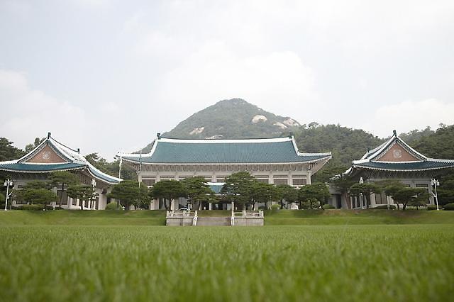 """靑 """"黃 영수회담, 아직 공식 접수 안 됐다...제안오면 고민할 것"""""""