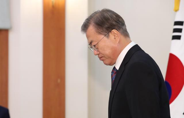다시 상승하는 文대통령 지지율…양날의 검 왜?