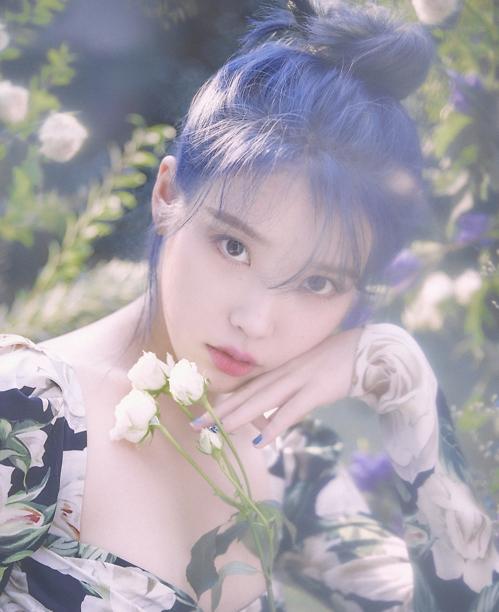 IU时隔两年发布新辑 主打歌横扫各大音源榜