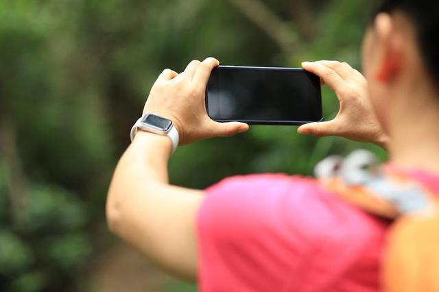 [NNA] 中 10월 휴대폰 출하 대수 6.7%↓, 5G는 5배 증가