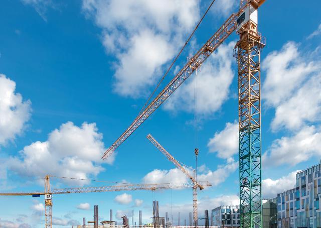 정부, 취업 매칭 보완 및 전자카드제 도입 확산으로 건설 일자리 늘린다