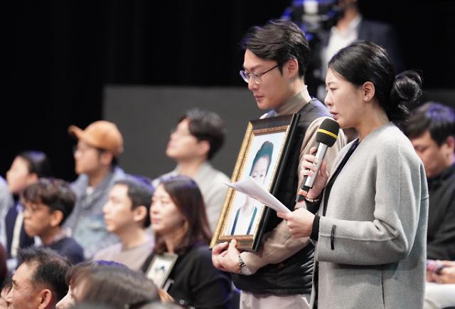 [포토] 대통령에게 질문하는 고(故) 김민식 엄마