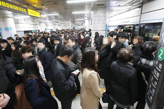 [포토] 붐비는 지하철 4호선 사당역