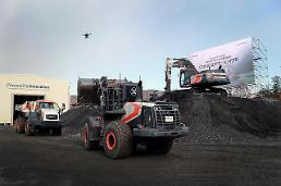 .Doosan Infracore demonstrates automated construction system.