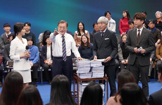 문재인 대통령 지지율, 한 달째 40%대 중반 횡보