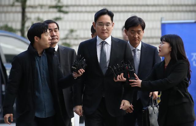 2차 파기환송심 출석한 이재용 부회장, 취재진 질문에 묵묵부답