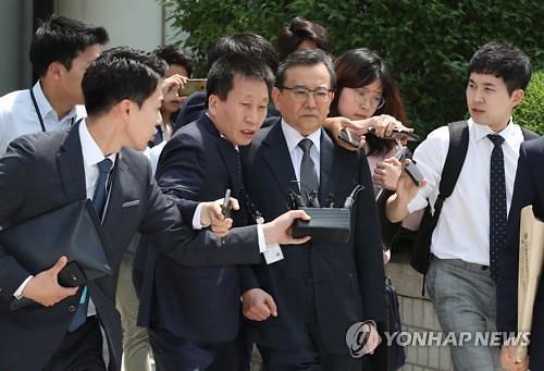 """'별장 성접대' 김학의 1심 무죄...법원 """"이미 공소시효 지나"""""""