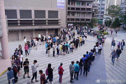 [글로벌포토]홍콩 시위 장기화 속 구의원 선거 시작…중대 분수령