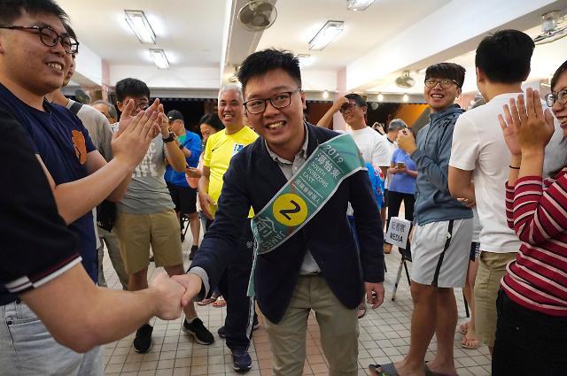 홍콩 구의원 선거 범민주 진영 압승...우산혁명 주역들 약진(종합)