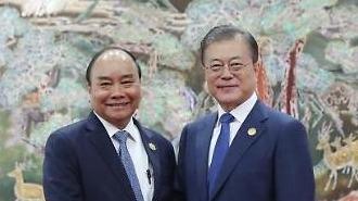 Thủ tướng Nguyễn Xuân Phúc hội đàm với Tổng thống Moon Jae-in để thảo luận chuyên sâu về phương pháp tăng cường hợp tác trong thời gian tới