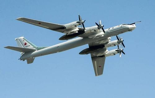 핵 탑재 가능 러시아 폭격기 2대 동해 상공 비행