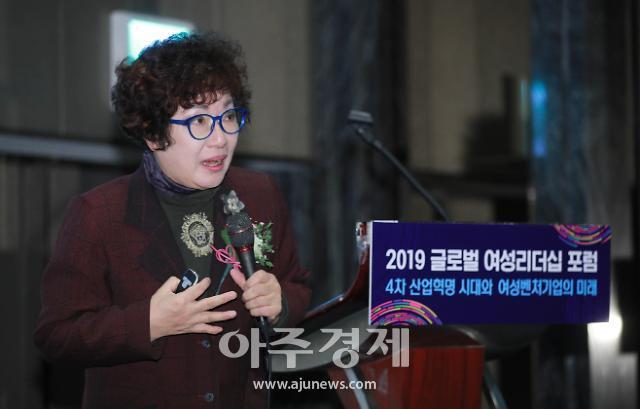 박영숙 유엔미래포럼 대표가 '4.0시대, 미래를 바꾸는 여성'이라는 주제로 기조강연을 하고 있다.[사진=유대길 기자]